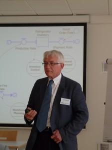 Professor Dr. John Morecroft spricht über das World3-Model, Romeo und Julia sowie Oszillationen