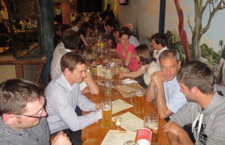 Die Teilnehmenden diskutierten auf der informellen Abendveranstaltung